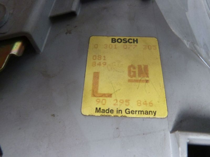 Hauptscheinwerfer links Bosch 0301077305OPEL SENATOR B